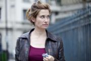 Emmanuelle Devos : « Dans le cinéma français, tout le monde se méfie de tout le monde »