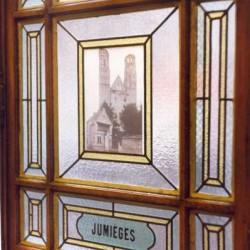 Les vitres peintes du Palais de la Femme