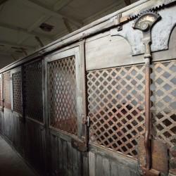 Clairvaux, des cellules individuelles, installées dans les combles du grand cloître et dénommées « cages à poules »