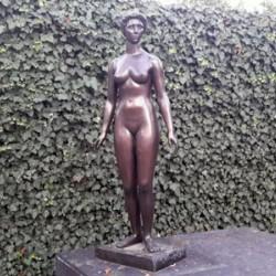 Jeannette 1951, Paul Belmondo la présente au Salon des Tuileries en 1951 sous le nom de Vénus