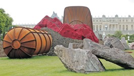Les installations spectaculaires d'Anish Kapoor à Versailles