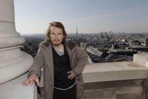À Paris, les communistes réclament la tête de Lorànt Deutsch