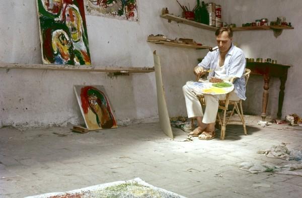 Asger Jorn dans son atelier